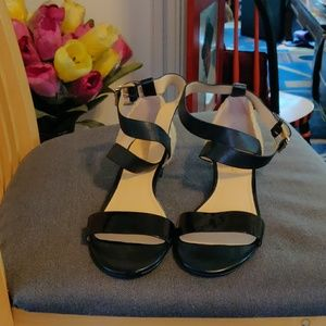 Ladies sandals with straps
